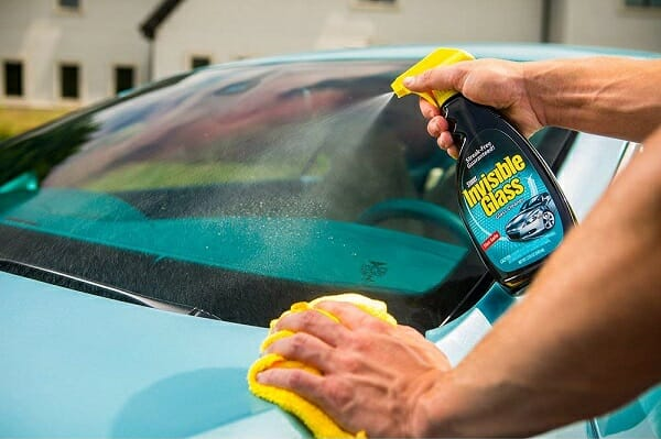 How to Clean Your Windshield