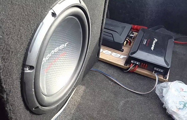 How to Buy the Best Car Amplifiers for Bass