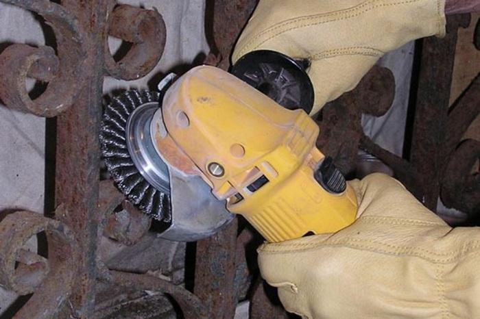 Manually Using An Abrasive Tool