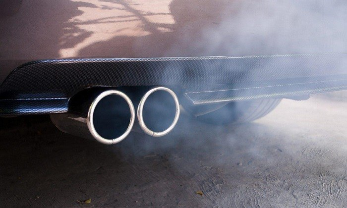 What Determines How Hot a Car Exhaust Pipe Gets